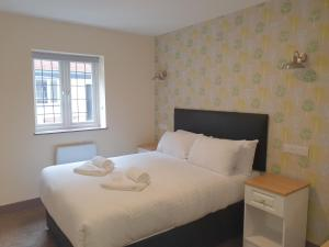A bed or beds in a room at The Bournbrook Inn