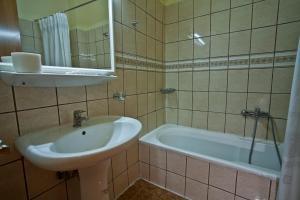 Ένα μπάνιο στο Grand Hotel Loutraki