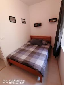 A bed or beds in a room at Mirta & Eva Apartments