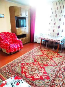 Телевизор и/или развлекательный центр в У Дома культуры Молодёжи однокомнатная квартира