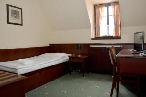 Кровать или кровати в номере Hotel Buchlovice