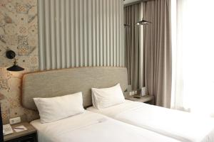 A bed or beds in a room at Ana Hotel Jakarta