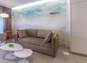 A seating area at Suitopía - Sol y Mar Suites Hotel