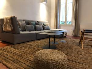 A seating area at Deux étages au Panier