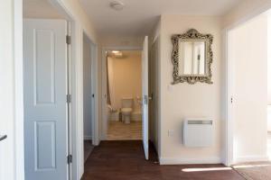 A bathroom at Spacious 2Bedroom 2Bathroom Apartment.Scenic Views
