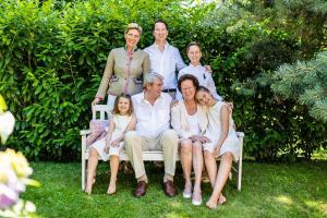 A family staying at Kurhotel Markushof