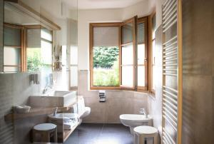 A bathroom at Hotel Ristorante Lewald