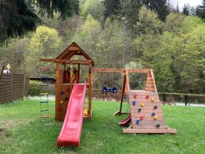 Plac zabaw dla dzieci w obiekcie Willa Weronika