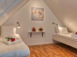 En eller flere senge i et værelse på Spirit of Hven Backafallsbyn