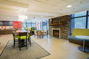 A restaurant or other place to eat at Hampton Inn Clarks Summit