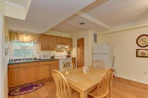 A kitchen or kitchenette at Marl Inn Bed and Breakfast
