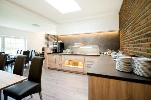 A kitchen or kitchenette at Hotel Hüerländer
