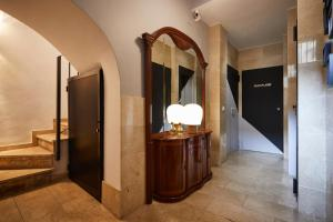 A bathroom at BUBUFLATS / Mercat