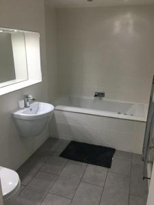 A bathroom at Sealand Court Apartment Rochester