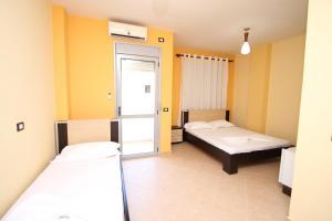 Кровать или кровати в номере HillSide Hotel