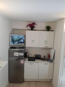 A kitchen or kitchenette at Hostel Split Garden