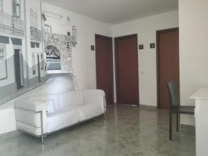 A seating area at Hostel 33