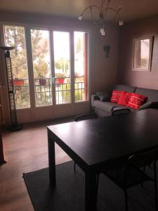 A seating area at Studio a Deuil la Barre avec WiFi