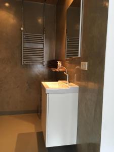 Een badkamer bij Eve Niets Hoeve