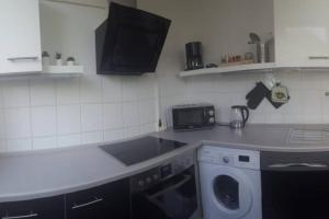 A kitchen or kitchenette at 1 A Ferienwohnung Modern Duisburg
