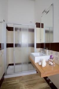 A bathroom at B&B Vivere il Mare