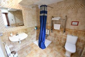 A bathroom at Hotel Kaia