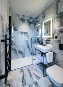 A bathroom at Le Bel Abri