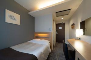 A bed or beds in a room at Hotel Binario Umeda