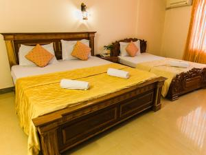 A bed or beds in a room at Asia Hotel