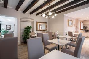 A restaurant or other place to eat at Hotel Herion