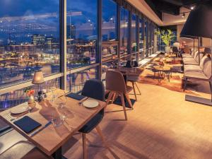 A restaurant or other place to eat at Mercure Amsterdam Sloterdijk Station