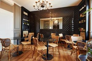 A restaurant or other place to eat at Boutique Hotel Hugo