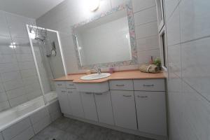 A bathroom at Eilot
