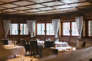 A restaurant or other place to eat at Hotel Trofana Royal