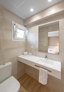 A bathroom at La Lonja