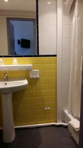 A bathroom at Hôtel Le Capitole