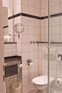 A bathroom at Astor und Aparthotel