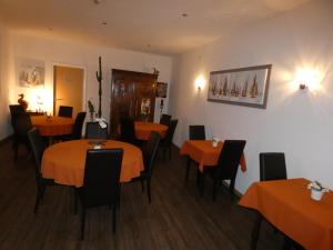 A restaurant or other place to eat at Hotel Jersey