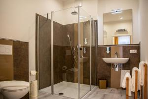 A bathroom at City Hotel Bamberg