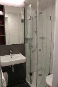 A bathroom at CVJM Jugendhotel München
