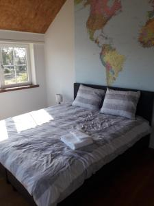 A bed or beds in a room at LodderLogies