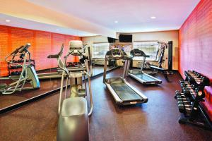 The fitness center and/or fitness facilities at La Quinta by Wyndham Rochester Mayo Clinic Area South