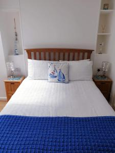 A bed or beds in a room at 1 bed self catering apartment