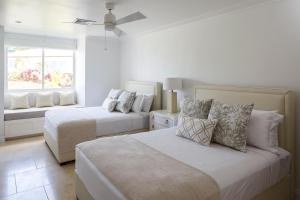 A bed or beds in a room at Windjammer Landing Villa Beach Resort