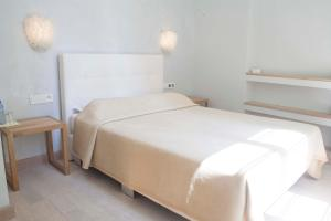 A bed or beds in a room at Hotel Rossetti