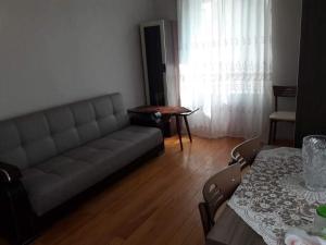 Uma área de estar em BAKU CITY CENTR .Bedroom 1.