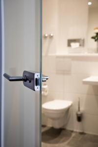A bathroom at Hotel Rheingarten