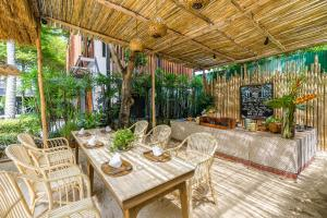 A restaurant or other place to eat at Peace Resort Samui - SHA Plus Certified