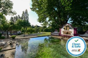A piscina em ou perto de Quinta da Dourada