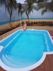 Басейн в Hotel/Reastaurant Relax або поблизу
